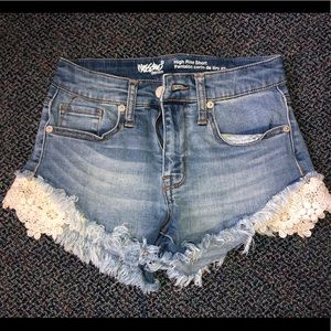 Lace trim short shorts